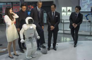 Օբաման Տոկիոյում ֆուտբոլ է խաղացել ռոբոտի հետ