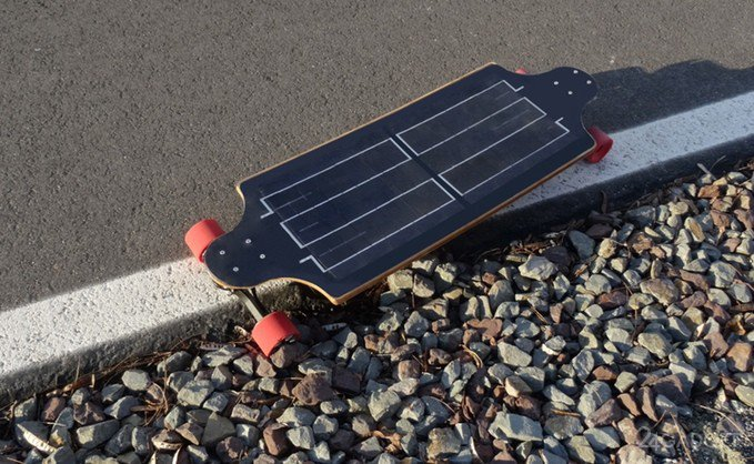 Արևային էներգիայով լիցքավորվող էլեկտրական սքեյթբորդ