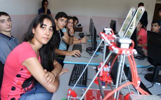 ԻՏՁՄ. Տավուշ և Պառավաքար սահմանամերձ գյուղերի շուրջ 70 դպրոցականներ ինժեներական լաբորատորիա են հաճախում