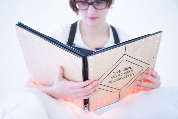 Գիրք, որը սենսորների միջոցով փոխանցում է հերոսի ապրումները