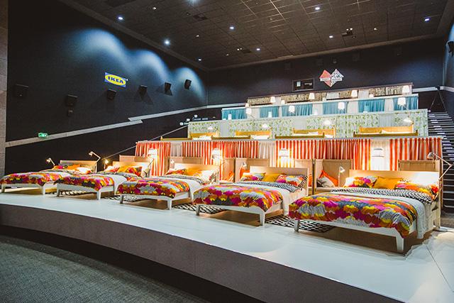 Մոսկվայի կինոթատրոններից մեկում նստատեղերի փոխարեն մահճակալներ են տեղադրել