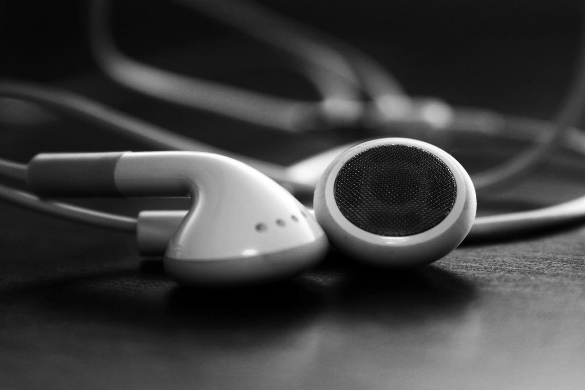 Apple ականջակալներ, որոնք կարողանում են տարբերել օգտատիրոջ խոսքը