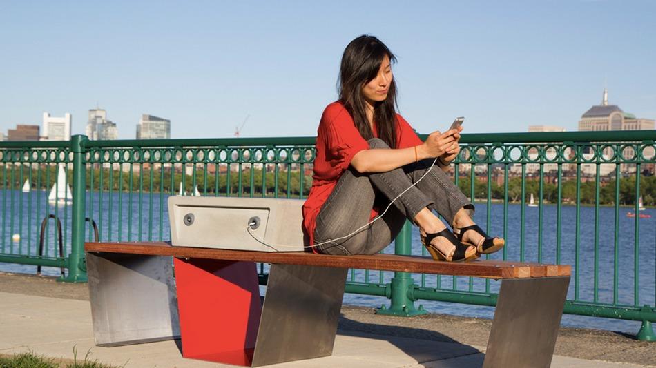 Բոստոնում փորձարկվում են նստարաններ, որոնց միջոցով կարելի է լիցքավորել սմարթֆոնը