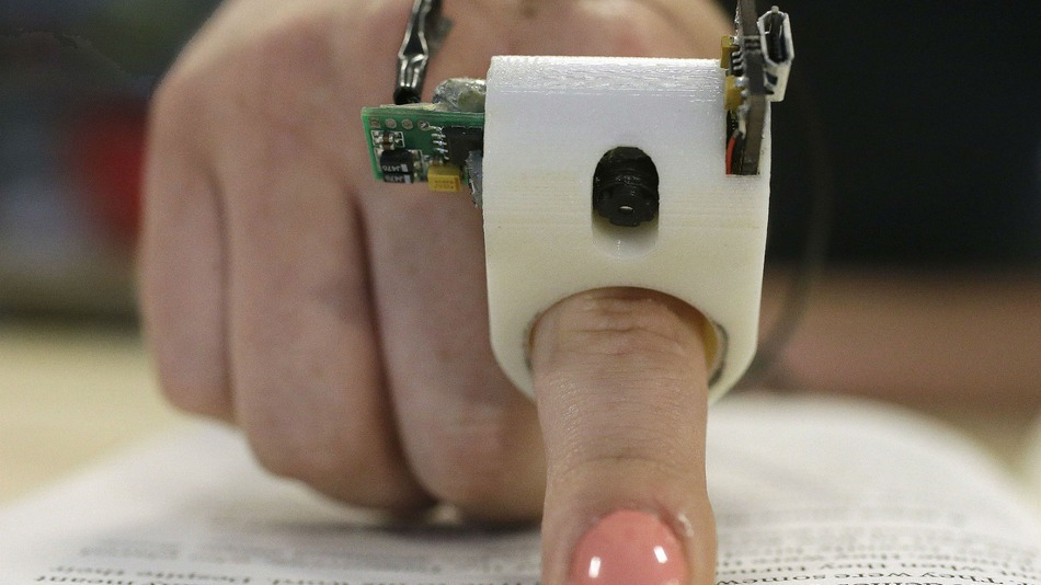 FingerReader. Սարք, որը կույրերի համար բարձրաձայն կարդում է տեքստը