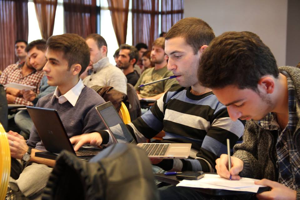 Beeline. ուսուցողական դասընթաց «Eurasia Mobile Challenge» մրցույթի մասնակիցների համար