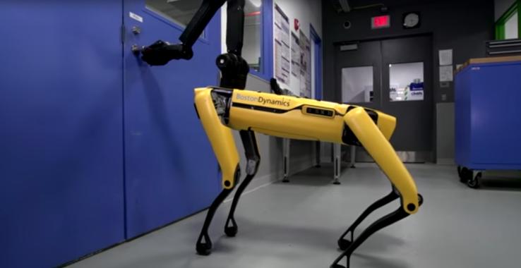 Boston Dynamics-ի ռոբոտը դուռ է բացում