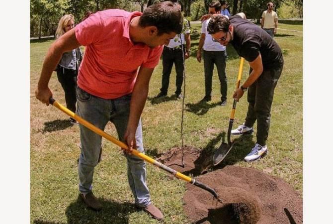 Ալեքսիս Օհանյանը դստեր անունով ծառ է տնկել Երևանում