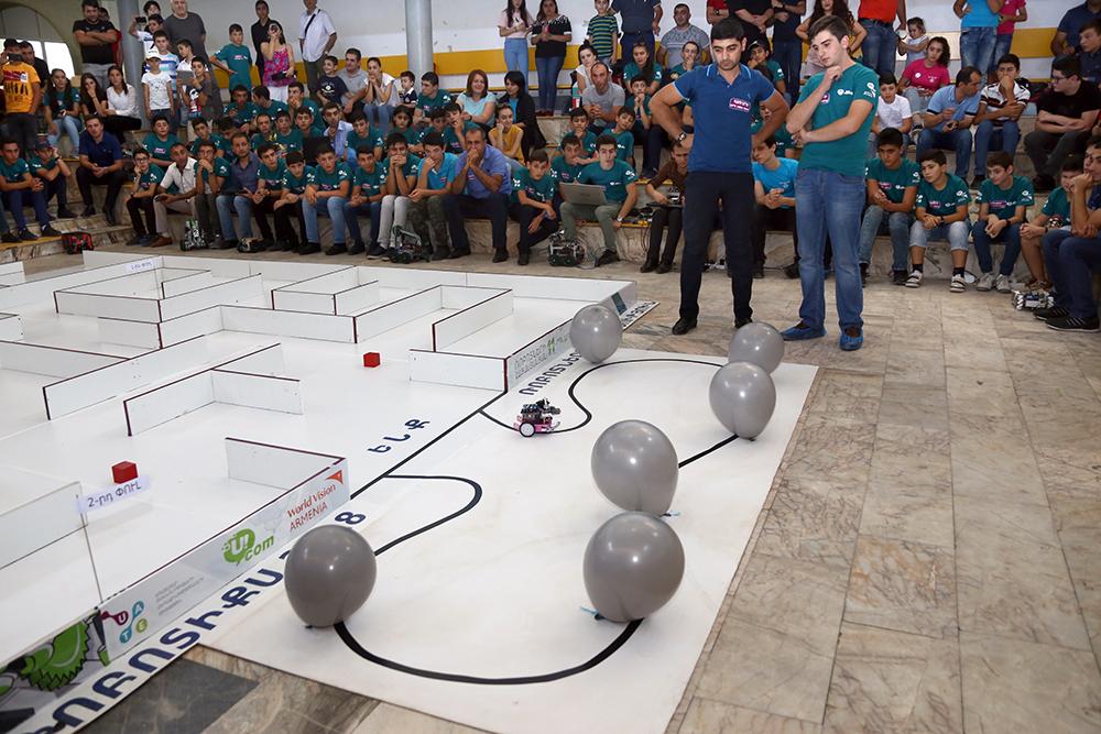 Ucom. Ռոբոտների հայաստանյան 11-րդ առաջնությանը մասնակցել են 42 թիմ ՀՀ բոլոր մարզերից