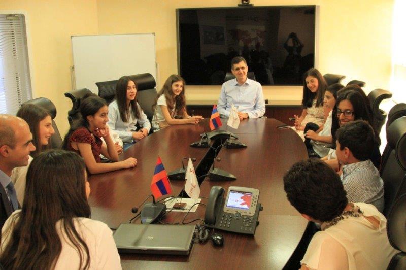 Հայաստան ժամանած ջավախեցի պատանիներն այցելել են ՎիվաՍել-ՄՏՍ-ի գրասենյակ