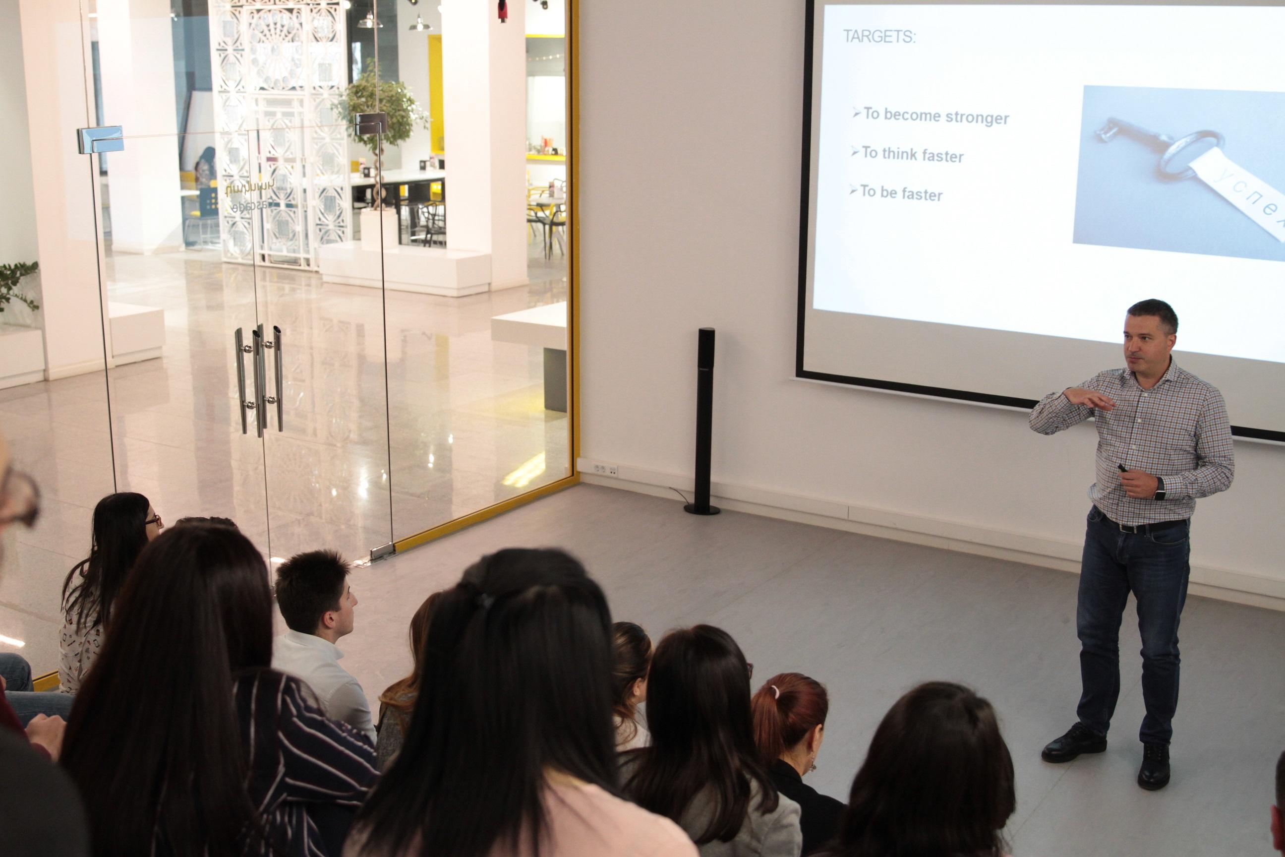 Beeline. Անդրեյ Պյատախինը դասախոսություն է կարդացել Առաջնորդության դպրոցի ուսանողների համար